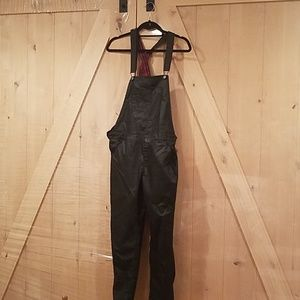 Forever 21 black overalls with front pocket 28